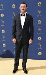 rs_634x1024-180917160629-634.luke-evans-2018-emmy-awards-red-carpet-arrivals.ct.091718