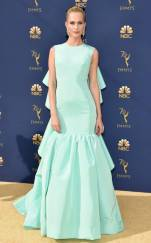 rs_634x1024-180917161105-634-2018-emmy-awards-red-carpet-fashion-poppy-delevingne