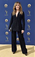 rs_634x1024-180917161418-634.felicity-huffman-2018-emmy-awards-red-carpet-arrivals.ct.091718