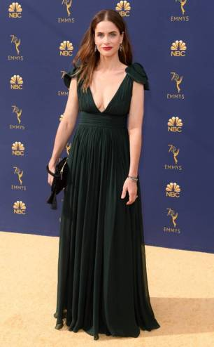 rs_634x1024-180917161833-634-2018-emmy-awards-red-carpet-fashion-amanda-peet