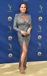 rs_634x1024-180917164727-634-chrissy-teigen-2018-emmy-awards-red-carpet-fashion