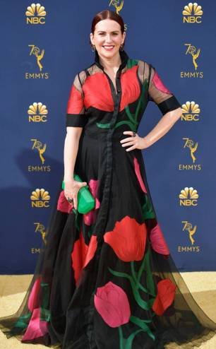 rs_634x1024-180917164806-634.megan-mullally-2018-emmy-awards-red-carpet-arrivals.ct.091718