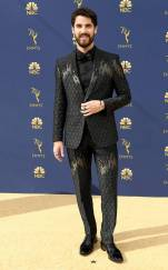 rs_634x1024-180917172531-634.darren-criss-2018-emmy-awards-red-carpet-arrivals.ct.091718