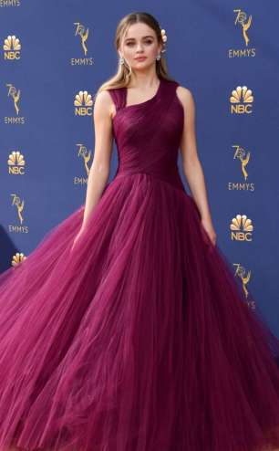 rs_634x1024-180917173221-634-joey-king-2018-emmy-awards-red-carpet-fashion