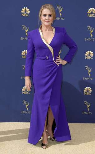 rs_634x1024-180917173308-634.samantha-bee-2018-emmy-awards-red-carpet-arrivals.ct.091718