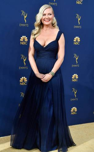 rs_634x1024-180917174324-634.kirsten-dunst-2018-emmy-awards-red-carpet-arrivals.ct.091718