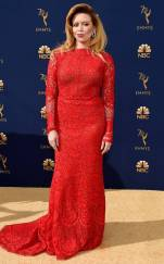 rs_634x1024-180917175516-634-natasha-lyonne-2018-emmy-awards-red-carpet-fashion