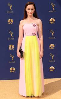 rs_732x1182-180917152318-rs_634x1024-180917145349-634-2018-emmy-awards-red-carpet-fashion-alexis-bledel.cm.91718
