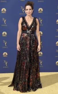 rs_732x1182-180917155406-rs_634x1024-180917145349-634-2018-emmy-awards-red-carpet-fashion-tina-fey.cm.91718