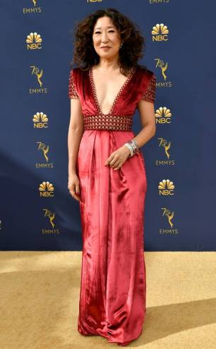rs_732x1182-180917162303-rs_634x1024-180917145349-634-2018-emmy-awards-red-carpet-fashion-sandra-oh.cm.91718