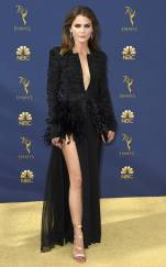 rs_732x1182-180917164043-rs_634x1024-180917145349-634-2018-emmy-awards-red-carpet-fashion-keri-russell.cm.91818