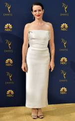 rs_732x1182-180917170212-rs_634x1024-180917145349-634-2018-emmy-awards-red-carpet-fashion-claire-foy.cm.91718