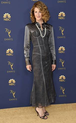 rs_732x1182-180917170529-rs_634x1024-180917145349-634-2018-emmy-awards-red-carpet-fashion-laura-dern.cm.91718
