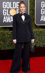 rs_634x1024-190106154419-634-judy-greer-2019-golden_globes-red-carpet-fashions.ct.010619