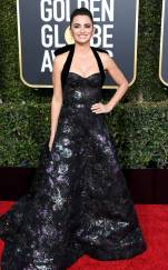 rs_634x1024-190106161614-634-2019-golden-globes-red-carpet-fashions-penelope-cruz-gettyimages-1078335970