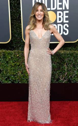 rs_634x1024-190106163045-634-2019-golden-globes-red-carpet-fashions-felicity-huffman.cm.1618