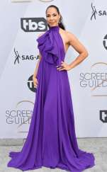 rs_634x1024-190127161700-634-2019-sag-awards-red-carpet-fashions-amanda-brugel.cm.12719