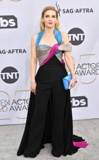 rs_634x1024-190127162928-634-2019-sag-awards-red-carpet-fashions-rhea-seehorn