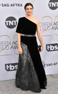 rs_634x1024-190127164357-634-2019-sag-awards-red-carpet-fashions-rachel-weisz.cm.12719