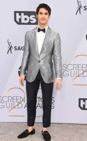 rs_634x1024-190127164705-634.darren-criss-2019-sag-awards-red-carpet-fashions.ct.012719