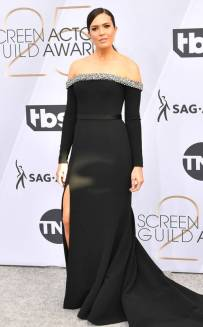 rs_634x1024-190127170920-634-2019-sag-awards-red-carpet-fashions-mandy-moore.cm.12719
