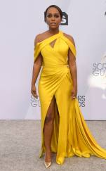 rs_634x1024-190127171825-634-2019-sag-awards-red-carpet-fashions-aja-naomi-king