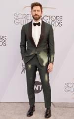 rs_634x1024-190127175953-634-2019-sag-awards-red-carpet-fashions-john-krasinski