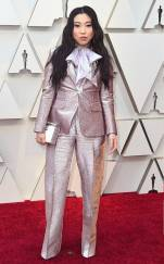rs_634x1024-190224150559-634.awkwafina-2019-oscar-academy-awards-red-carpet-fashions.ct.022419