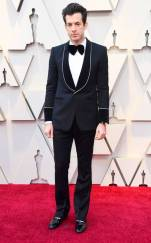 rs_634x1024-190224150958-634-2019-oscar-academy-awards-red-carpet-fashions-Mark-Ronson