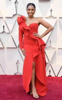 rs_634x1024-190224154530-634-2019-oscar-academy-awards-red-carpet-fashions-jennifer-hudson.cm.22419