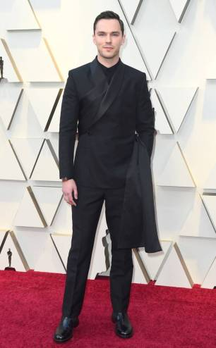 rs_634x1024-190224160452-634-2019-oscar-academy-awards-red-carpet-fashions-nicholas-hoult.cm.22419