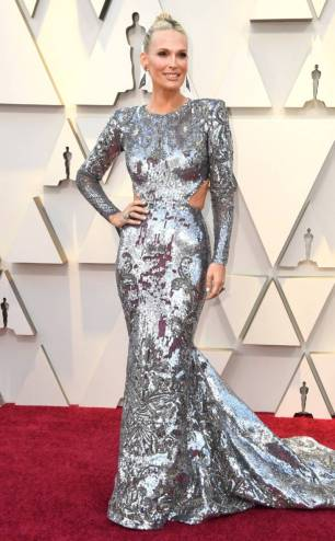 rs_634x1024-190224162045-634-2019-oscar-academy-awards-red-carpet-fashions-molly-sims.cm.22419
