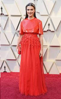rs_634x1024-190224163506-634.rachel-weisz-2-2019-oscar-academy-awards-red-carpet-fashions.ct.022419