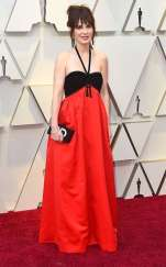 rs_634x1024-190224164310-634.zooey-deschanel-2019-oscar-academy-awards-red-carpet-fashions.ct.022419