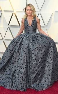 rs_634x1024-190224172510-634-2019-oscar-academy-awards-red-carpet-fashions-kelly-ripa.cm.22419