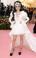 rs_634x1024-190506174610-634-lily-collins-2019-met-gala-red-carpet-fashions