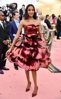 rs_634x1024-190506190618-634-jourdan-dunn2019-met-gala-red-carpet-fashions
