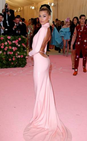 rs_634x1024-190506195443-634-2019-met-gala-red-carpet-fashions-hailey-baldwin