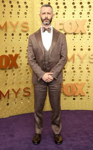rs_634x1024-190922162408-634-jeremy-strong-2019-Emmy-Awards-red-carpet-fashion.ct.092219