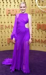 rs_634x1024-190922164633-634-Julia-Garner-2019-Emmy-Awards-2019-Emmys-Red-Carpet-Fashion