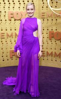 rs_634x1024-190922164633-634-Julia-Garner-2019-Emmy-Awards-2019-Emmys-Red-Carpet-Fashion