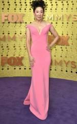 rs_634x1024-190922165022-634-2019-Emmy-Awards-red-carpet-fashion-sandra-oh