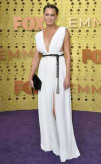 rs_634x1024-190922170541-634-robin-wright-2019-Emmy-Awards-red-carpet-fashion
