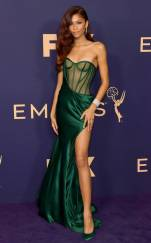 rs_634x1024-190923115900-634-2019-Emmy-Awards-red-carpet-fashion-zendaya